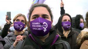 women protest Turkey