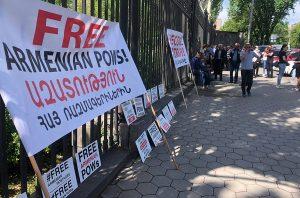 Protest Free armenian pows