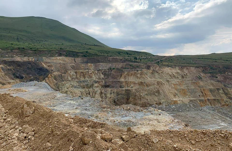 Armanis mine